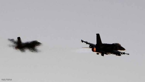 يحدث الآن في أبين.. تحليق مكثف لطيران التحالف مع استمرار المعارك بين الجيش اليمني والانتقالي