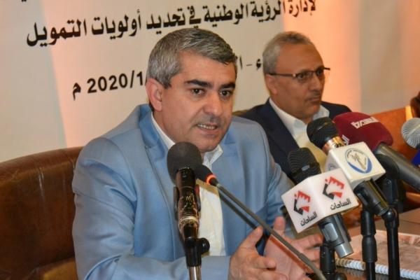 طاووس يتهم الصحة العالمية بإرسال أدوية منتهية الصلاحية إلى اليمن