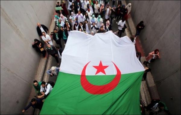 """مقترح لتغيير اسم البلاد في الدستور الجديد بـ""""الجزائر""""!!"""