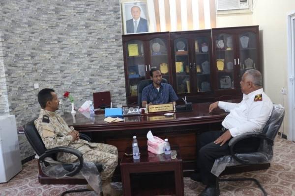 المهرة.. السلطة المحلية تشدد على أهمية دور القوات البحرية في تأمين سواحل المحافظة