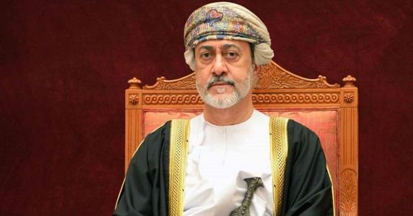 بمناسبة الذكرى الأولى لتولّيه الحكم.. سلطان عمان يعفو عن 285 سجينًا