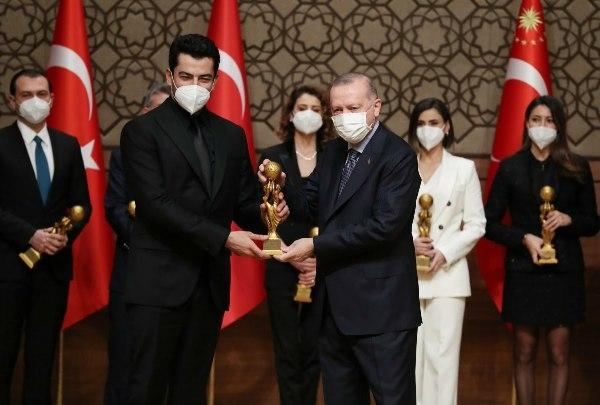لهذا السبب تأجل عرض حلقة مسلسل عثمان .. وأردوغان يكرم البطل
