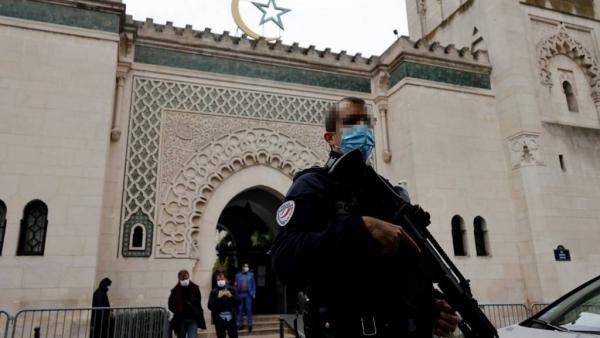 الحكومة الفرنسية تغلق 9 مساجد