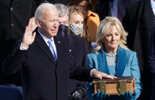 جو بايدن يؤدي اليمين الدستورية رئيسا للولايات المتحدة