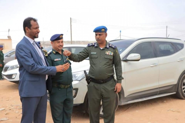 المهرة.. تدشين توزيع السيارات المقدمة من وزير الداخلية لإدارة أمن وشرطة المحافظة