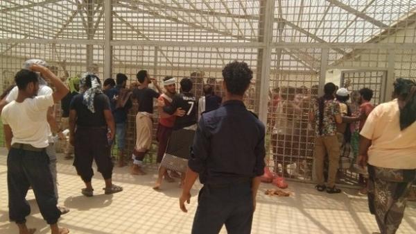 عدن.. وقفة احتجاجية تطالب بالتدخل العاجل لإنقاذ معتقلين في سجون الانتقالي