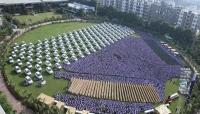 تاجر ألماس هندي يهدي موظفيه مئات السيارات