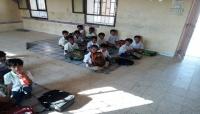 انهيار التعليم .. طلاب يمنيون في المهرة يفترشون الأرض داخل فصولهم