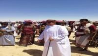 بن عفرار يدشن البدء بإعادة ترميم وسفلتة طريق خط دولي في المهرة