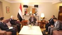 رئيس الوزراء يدعو السفير الروسي لإعادة افتتاح قنصلية بلاده في عدن
