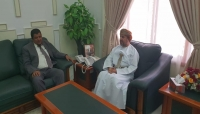 محلي المهرة يناقش مع نائب محافظ ظفار العمانية إمكانية تمويل مشاريع كهرباء وطرق
