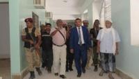 محافظ سقطرى يوجه بسرعة انجاز إعادة تأهيل مستشفى 22 مايو