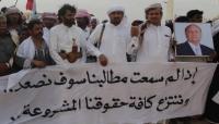 """""""اعتصام المهرة"""" يحذر من غضب القبائل عقب اختطاف القوات السعودية يمنيين في منفذ الشحن"""