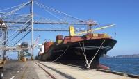 اعتداء على عمال ميناء عدن يوقف تفريغ البواخر