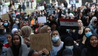 """""""قاطعوا الإمارات وأوقفوا السعودية"""" ..مظاهرة في بريطانيا تنديداً بالحرب على اليمن"""
