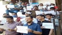 الطلبة اليمنيون في مصر ينفذون ويتهمون الحكومة بالمماطلة في صرف مستحقاتهم