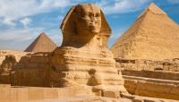 اكتشاف مئة تابوت أثري بحالة سليمة بالقرب من أهرامات الجيزة بمصر