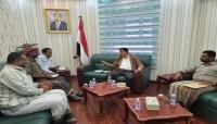 محافظ المهرة يطّلع على نتائج زيارة مكتب الشؤون الاجتماعية إلى عدن