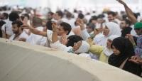 حُجاج بيت الله يرمون جمرة العقبة في أول أيام عيد الأضحى