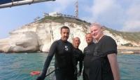 """""""تطبيع تحت الماء"""".. مسؤولان بحريني وإسرائيلي في رحلة غطس"""