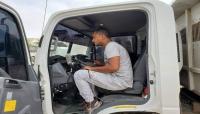 جمعية وحدة شباب المهرة تدشن تركيب أجهزة GPS لسيارات صندوق النظافة