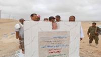 السلطة المحلية بالمهرة تضع حجر الأساس لمشروع مركز الندوة التنموي