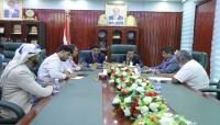 وزير الكهرباء وبن ياسر يناقشان وضع خدمة الكهرباء في المهرة
