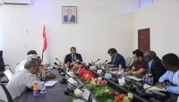 سلطة مأرب تناقش مع نائب منسق الشئون الانسانية قصور أداء المنظمات الأممية